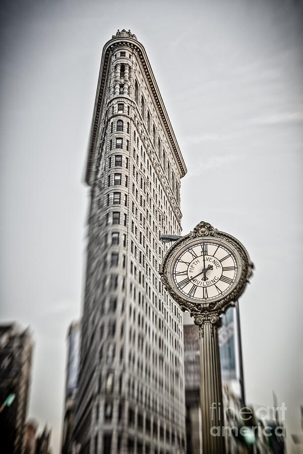 5th Avenue Photograph - Flat Iron building by Juergen Held