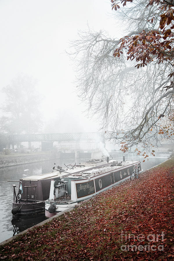 Floating Homes of  River Cam by Eden Baed