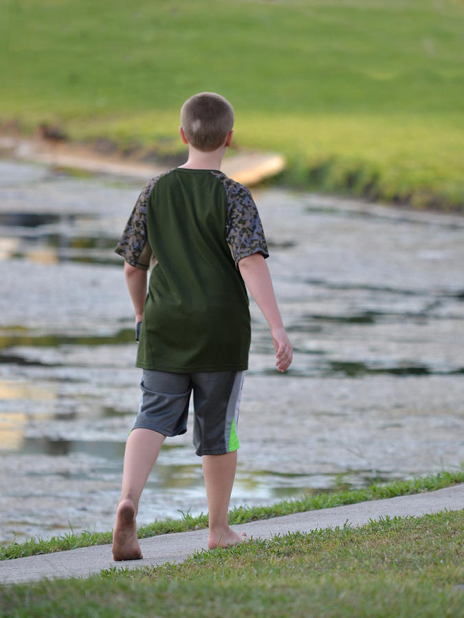 Florida Barefoot Boy Photograph By Rd Erickson