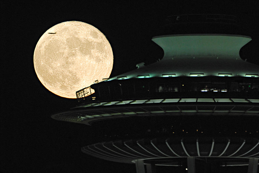 Seattle Photograph - Fly Me To The Moon A331 by Yoshiki Nakamura