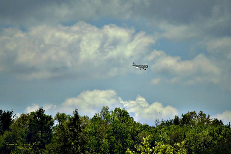 Airplanes Photograph - Flying by Darlene Bell