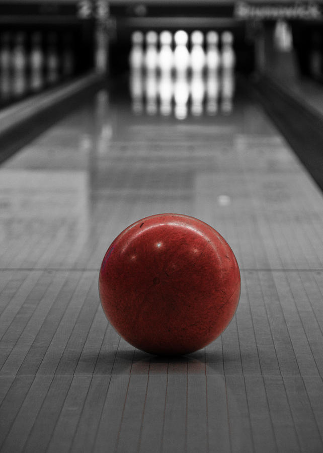 Bowl Photograph - Focus by Edward Myers