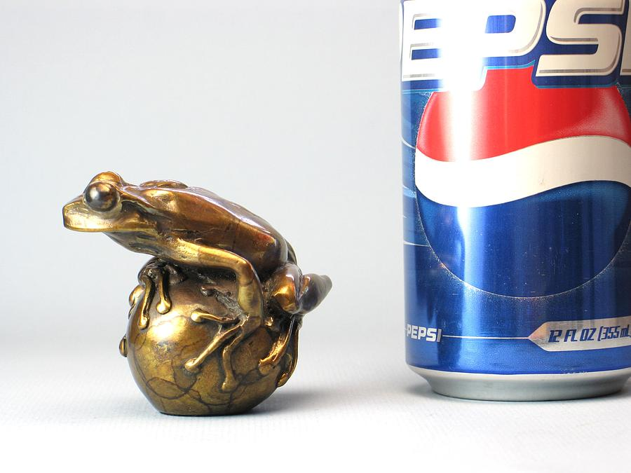 Sculpture Sculpture - Froggyball Number One No Base by Steve Worthington