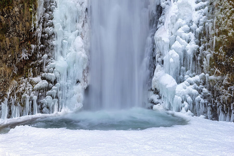 Multnomah Falls Photograph - Frozen Multnomah Falls Closeup by David Gn