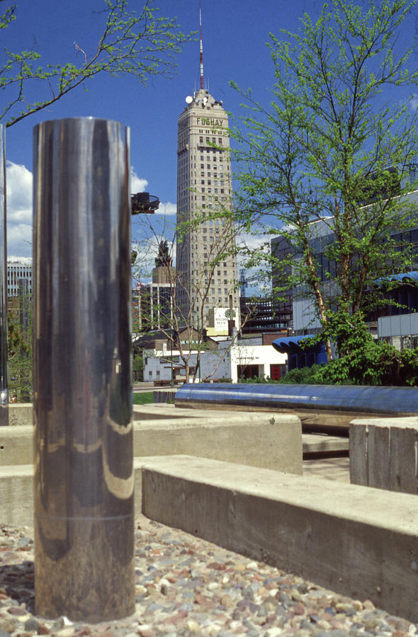Foshay Tower Photograph - Foshay Tower from Peavy Plaza at Low Angle by Lonnie Paulson