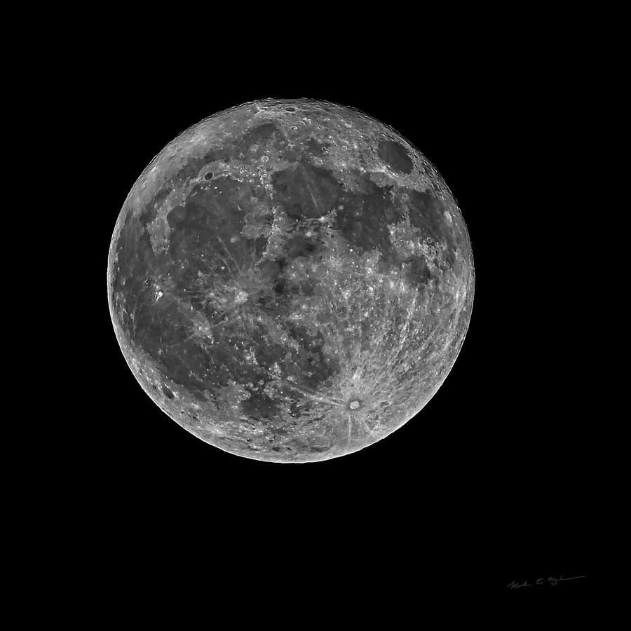 Full Moon S23bw Photograph