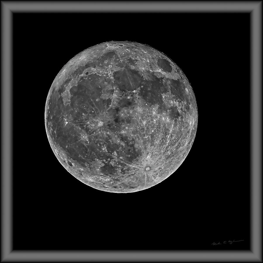 Full Moon S23bwfr Photograph