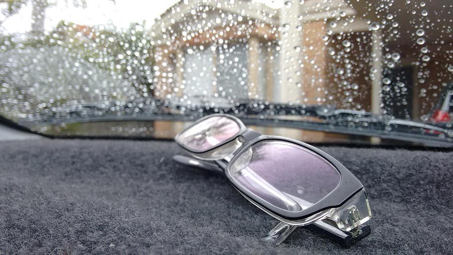 Glasses Photograph - Glasses by Oscar Moreno