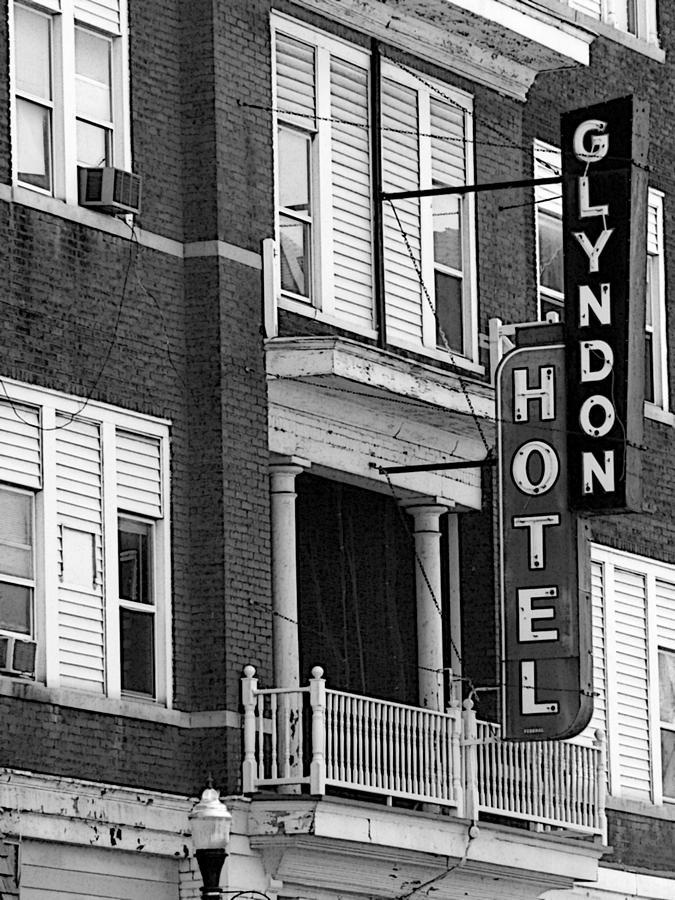 Richmond Kentucky Photograph - Glyndon Hotel by David Bearden