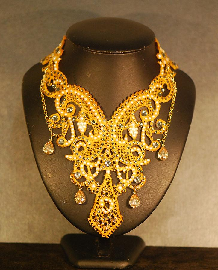Greatest Gold Guipure Lace Collar Necklace Jewelry by Janine Antulov RS86