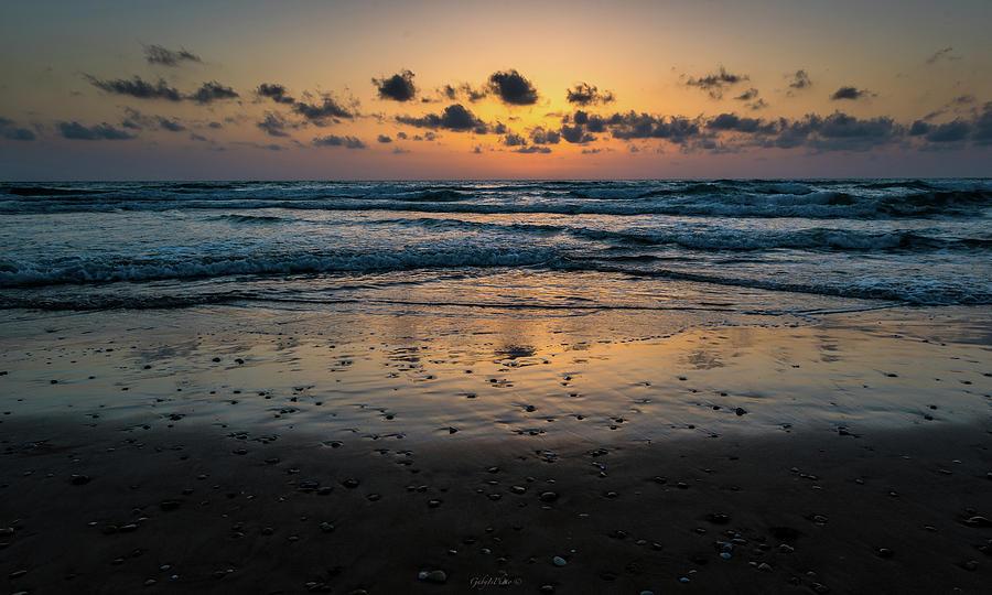 Goodnight sea by Gabriel Israel