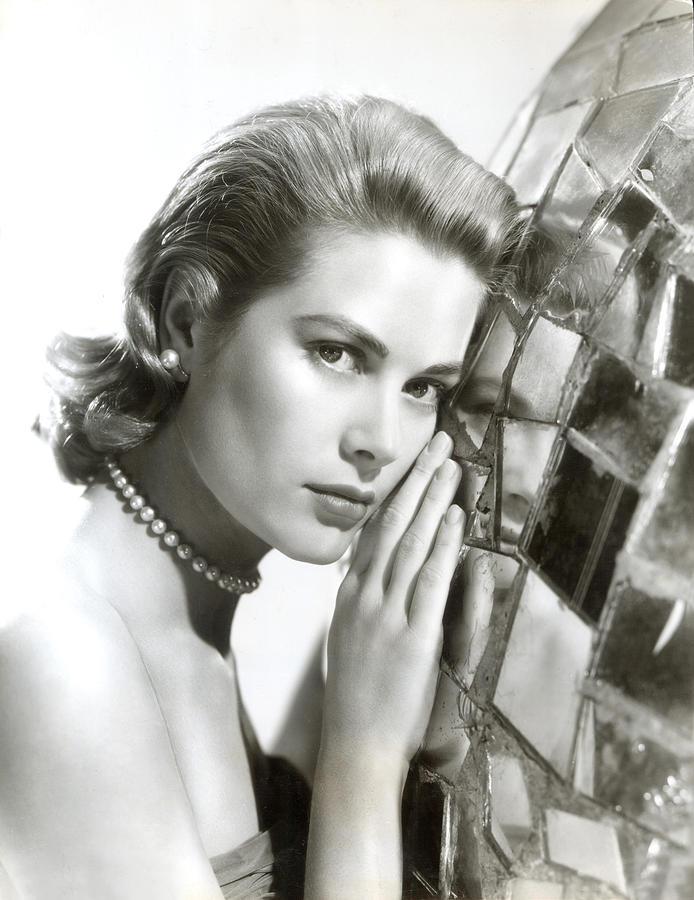 1950s Portraits Photograph - Grace Kelly, 1954 by Everett