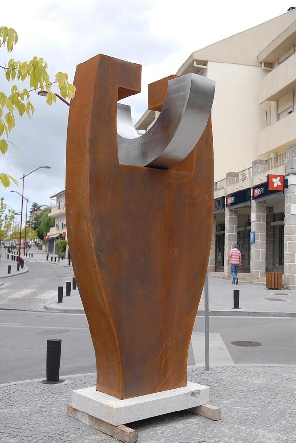 Gradalis Sculpture by Luis Queimadela