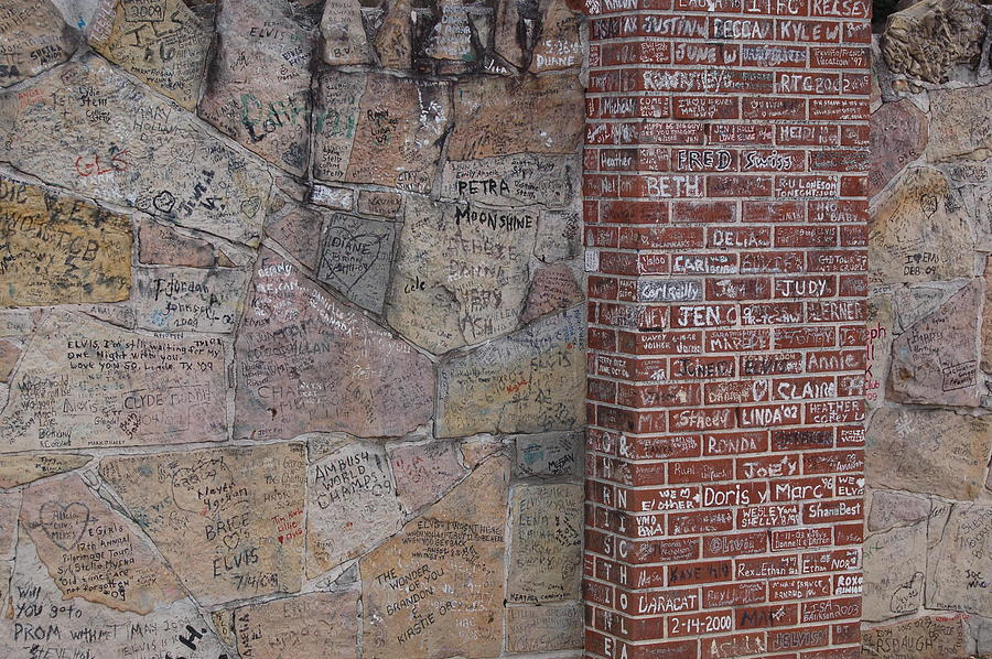 Elivis Presley Photograph - Graffiti Wall Graceland Memphis Tennessee by Wayne Higgs