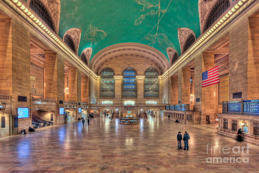 America Photograph - Grand Central Terminal V by Clarence Holmes