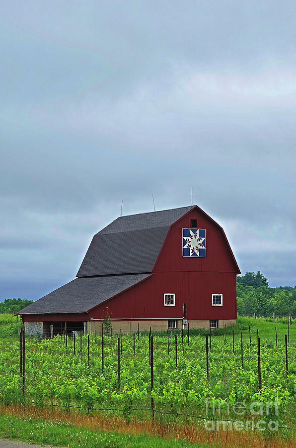 Grand Traverse Barn by Randy Pollard