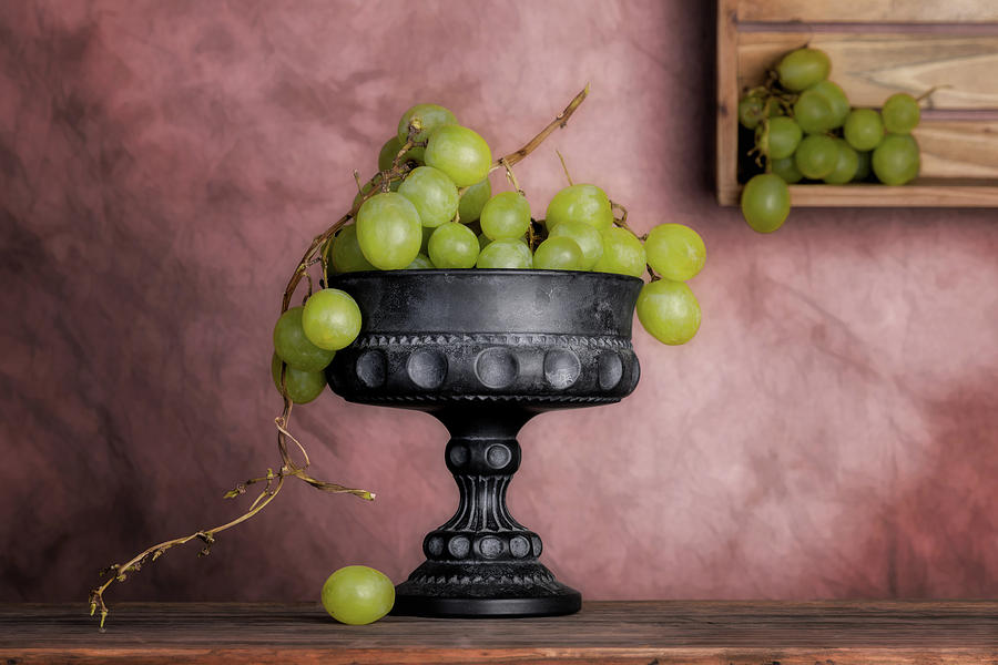 Food Photograph - Grapes Centerpiece by Tom Mc Nemar