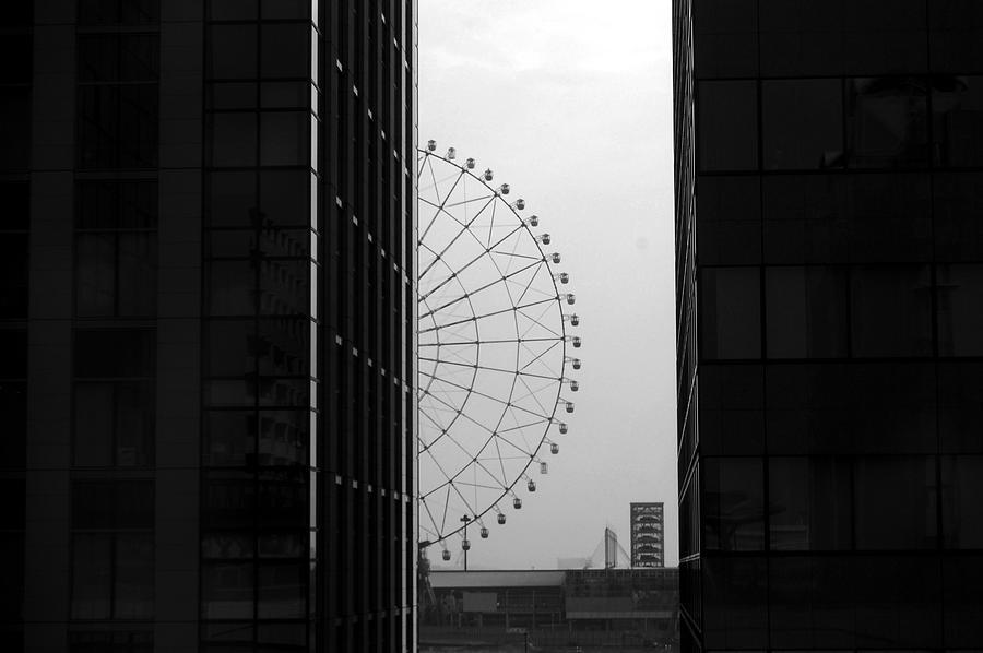 Ferris Photograph - Half Ferris Wheel by Publio Furbino