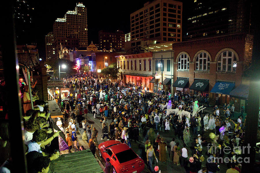 Austin 6th Street Halloween 2020 Halloween draws tens of thousands to celebrate on 6th Street