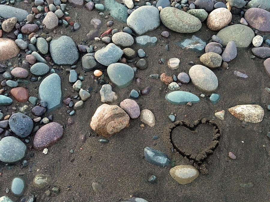 Rock Drawing - Heart In The Sand by Selinda Van Horn