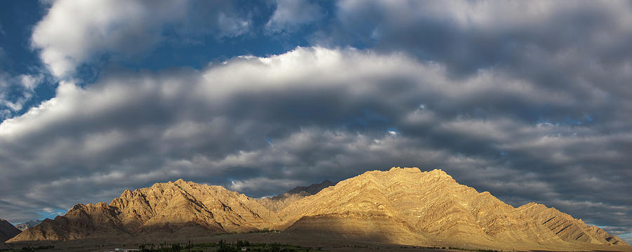 Hemis panorama, Karu, 2005 by Hitendra SINKAR