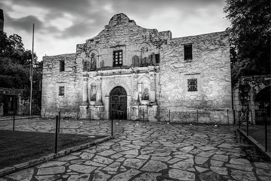 America Photograph - Historic Alamo Mission - San Antonio Texas - Black And White by Gregory Ballos