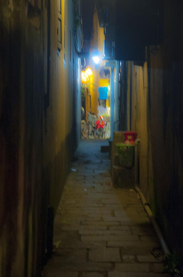 Hoi An Alleyway by Rob Hemphill