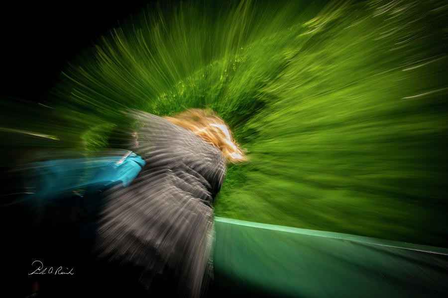 Color Photograph - Holding On by Frederic A Reinecke