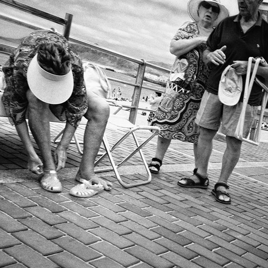 Street Photograph - Holiday-makers  #people #beach by Rafa Rivas