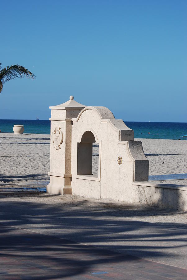 Beach Photograph - Hollywood Beach Wall In Color by Rob Hans