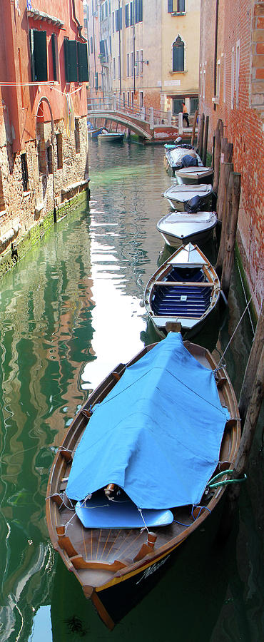 Europe Photograph - Home For The Night by Vicki Hone Smith