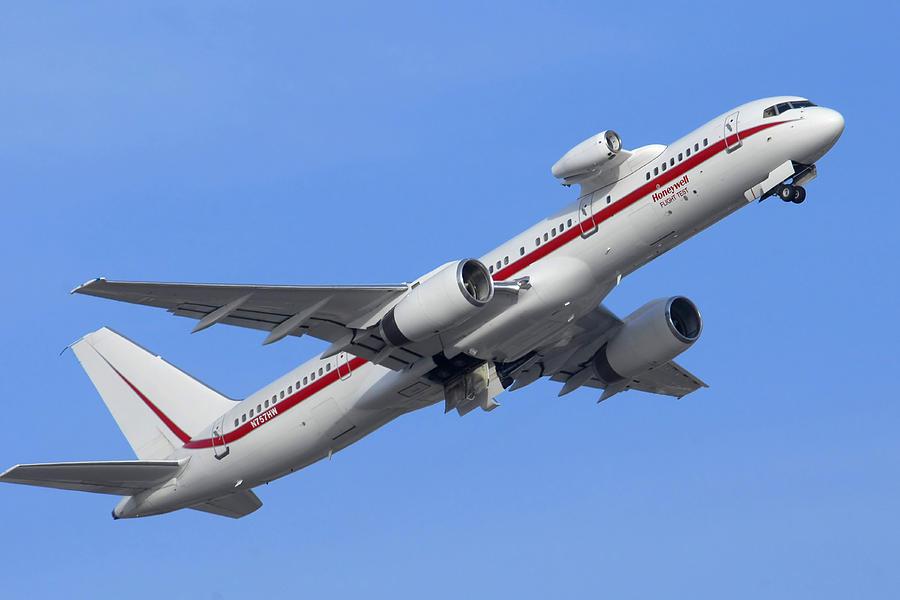 Airplane Photograph - Honeywell 757 Engine Testbed N757hw by Brian Lockett