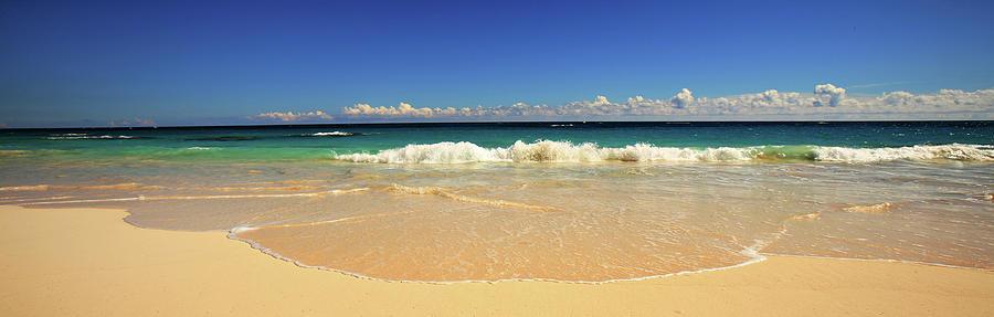 Bermuda Photograph - Horseshoe Beach by Lori Goodwin