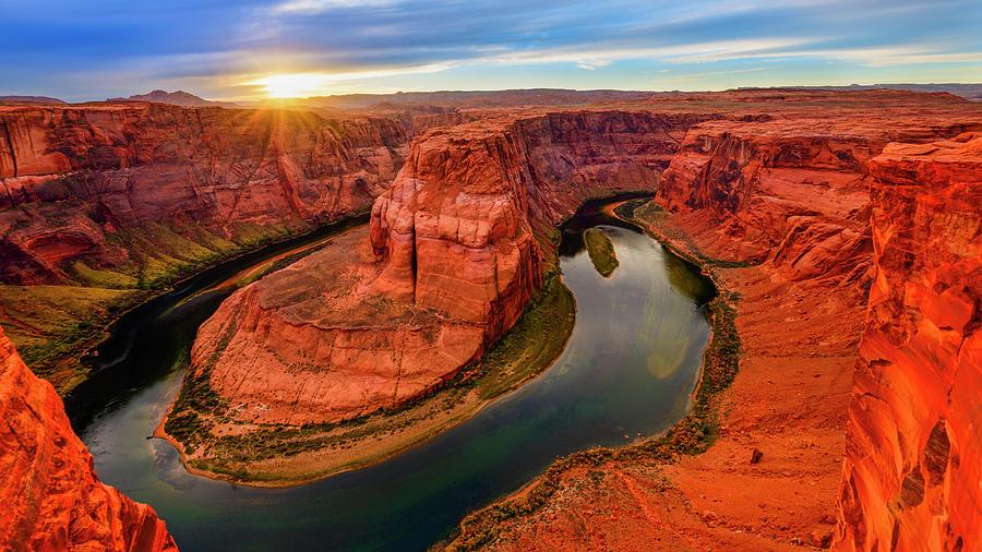 https://images.fineartamerica.com/images/artworkimages/mediumlarge/1/horseshoe-bend-sunset-radek-hofman.jpg