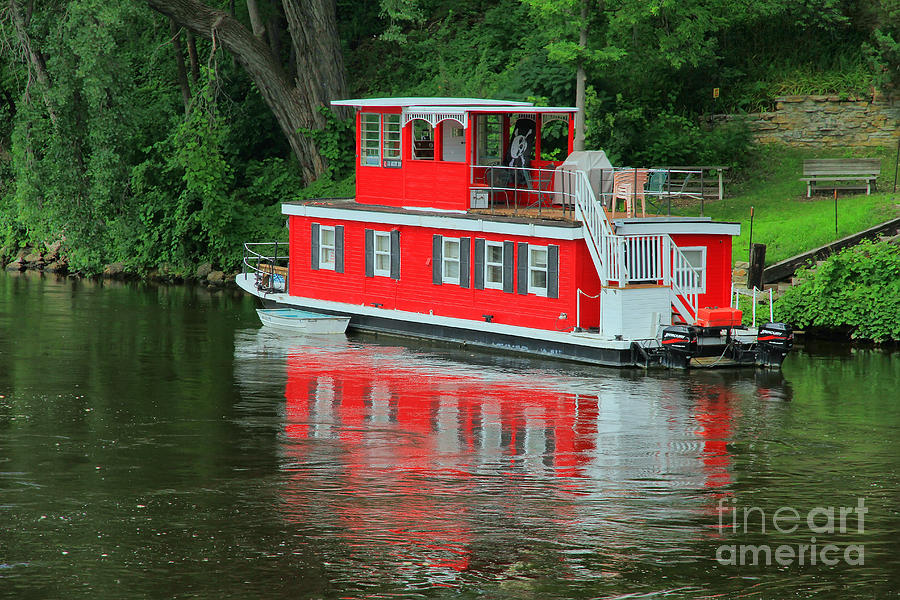 Houseboat On The Mississippi River Photograph by Teresa Zieba