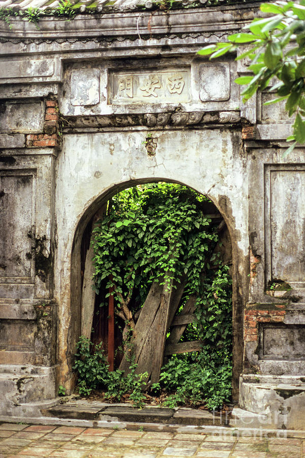 Hue Imperial Citadel Arch 01 by Rick Piper Photography