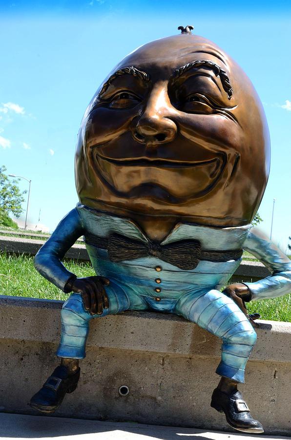 Sculpture Photograph - Humpty Dumpty by Pam Romjue