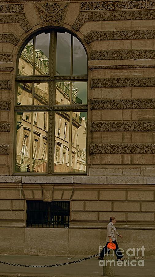Louvre Photograph - I Have A Very Red Bag by Louise Fahy
