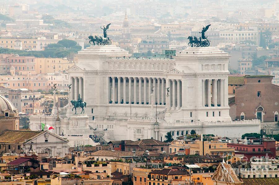 Altare Della Patria Photograph - Il Vittoriano by Andy Smy