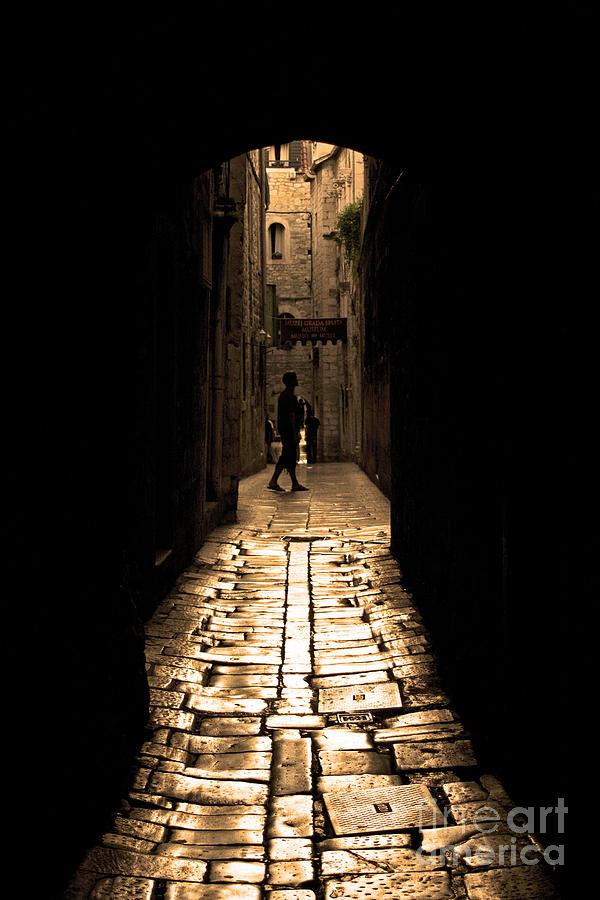 Alley Photograph - Insular Calm by Andrew Paranavitana