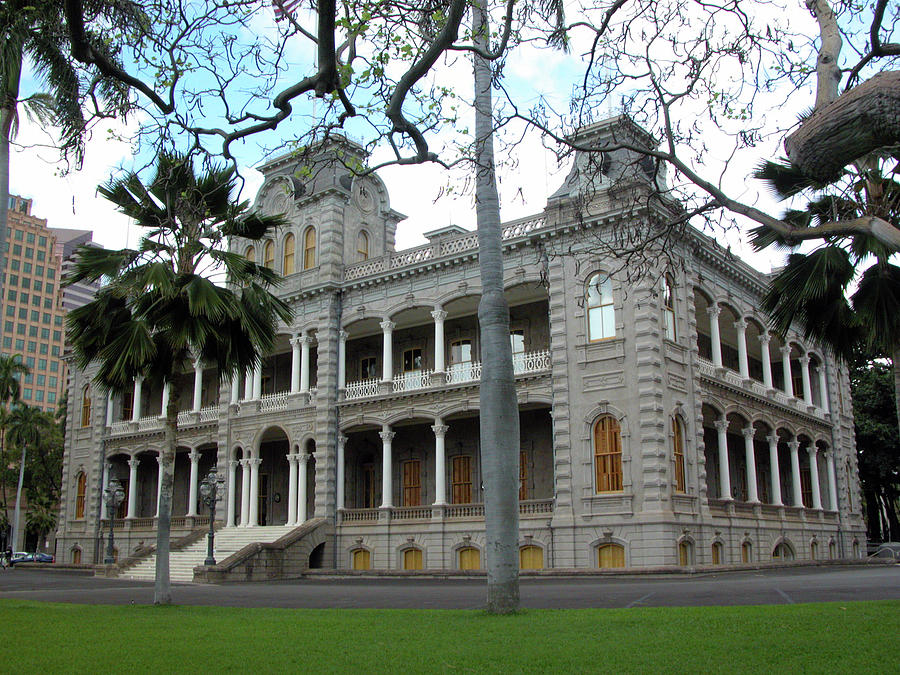 Hawaii Photograph - Iolani Palace, Honolulu, Hawaii by Mark Czerniec