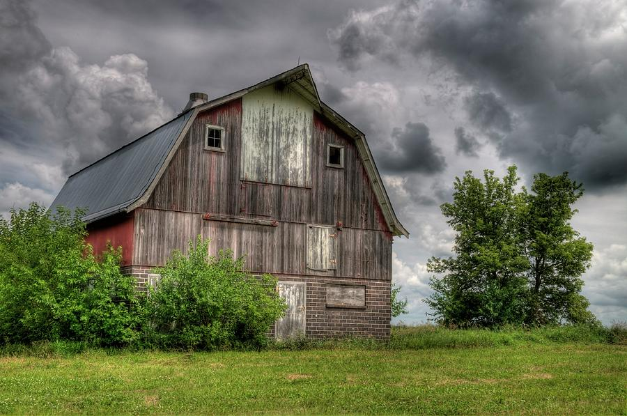 Barn Photograph - Iowa Barn by Dave Rennie