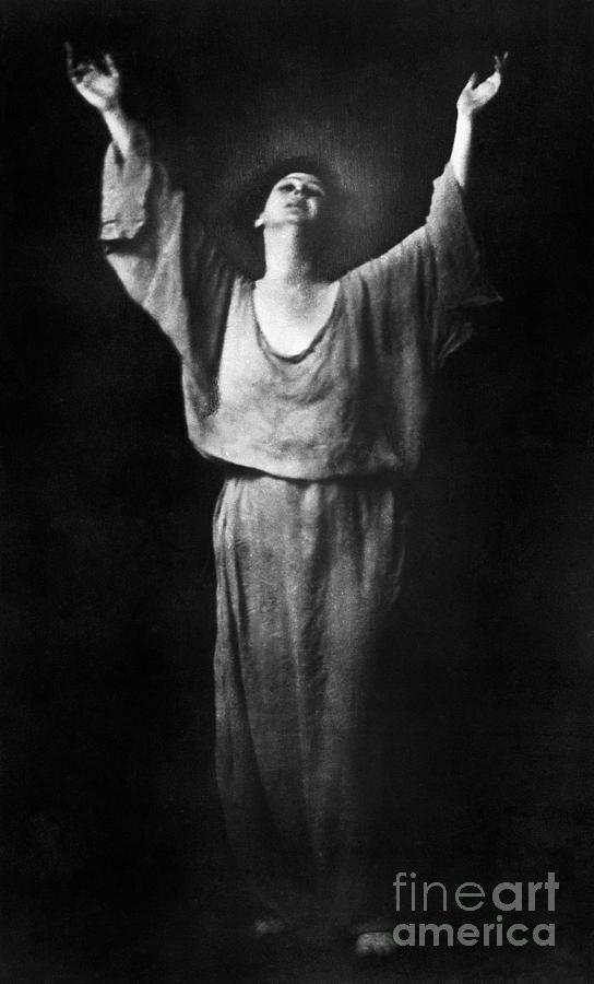1917 Photograph - Isadora Duncan (1877-1927) by Granger
