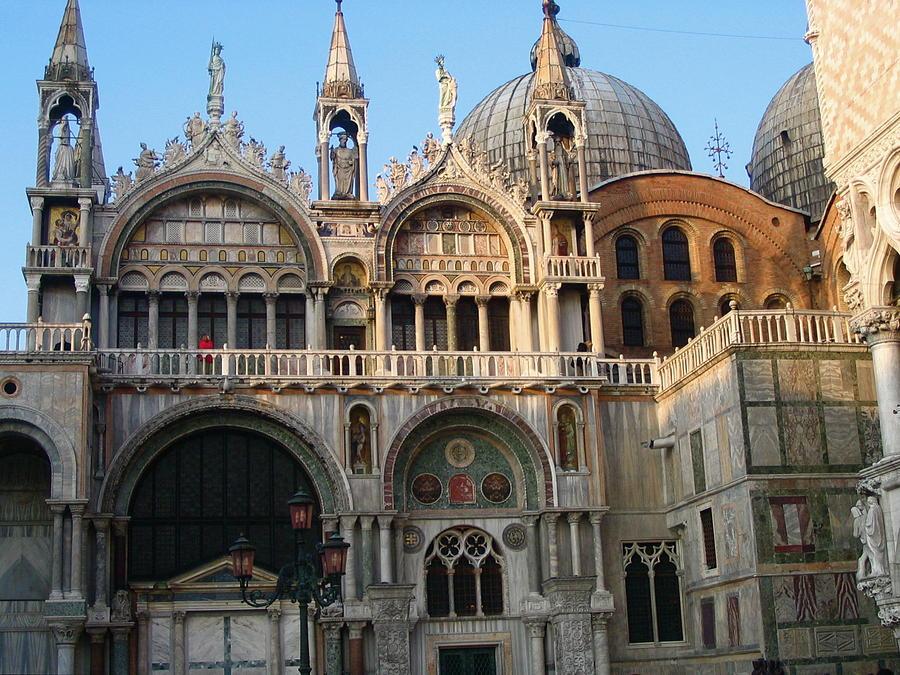 Italy Photograph - Italy Venice Doges Palace by Yvonne Ayoub