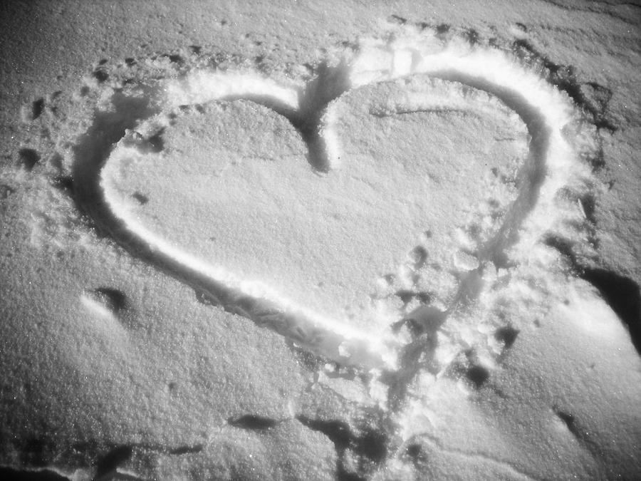 November Photograph - Winter Heart by Juergen Weiss