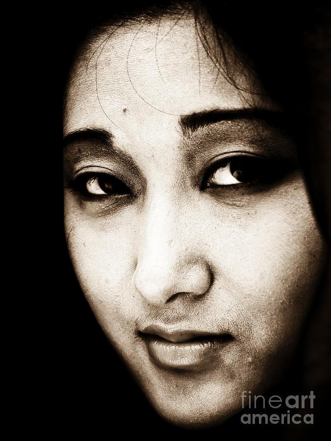 Face Photograph - Jenni by Emilio Lovisa