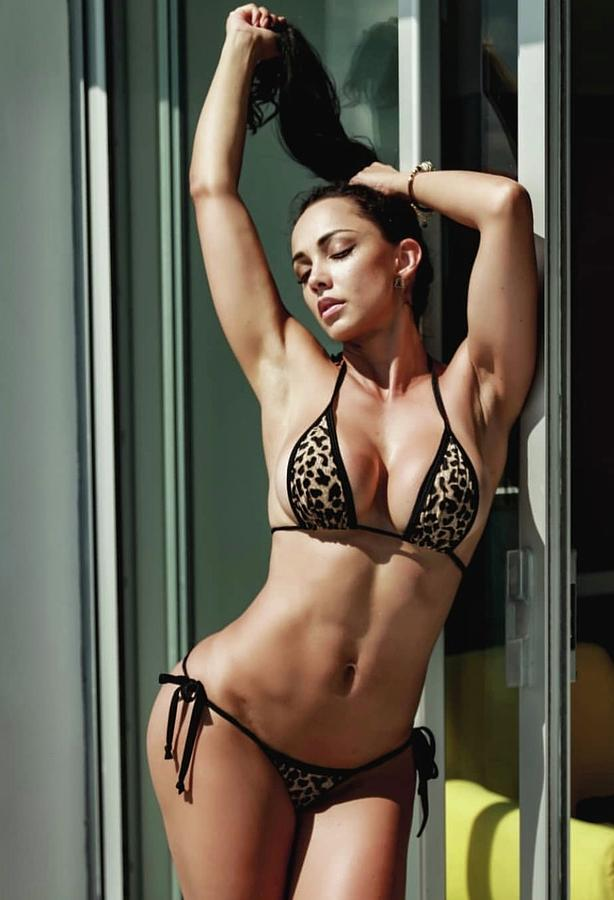 Colombian bikini model images 508