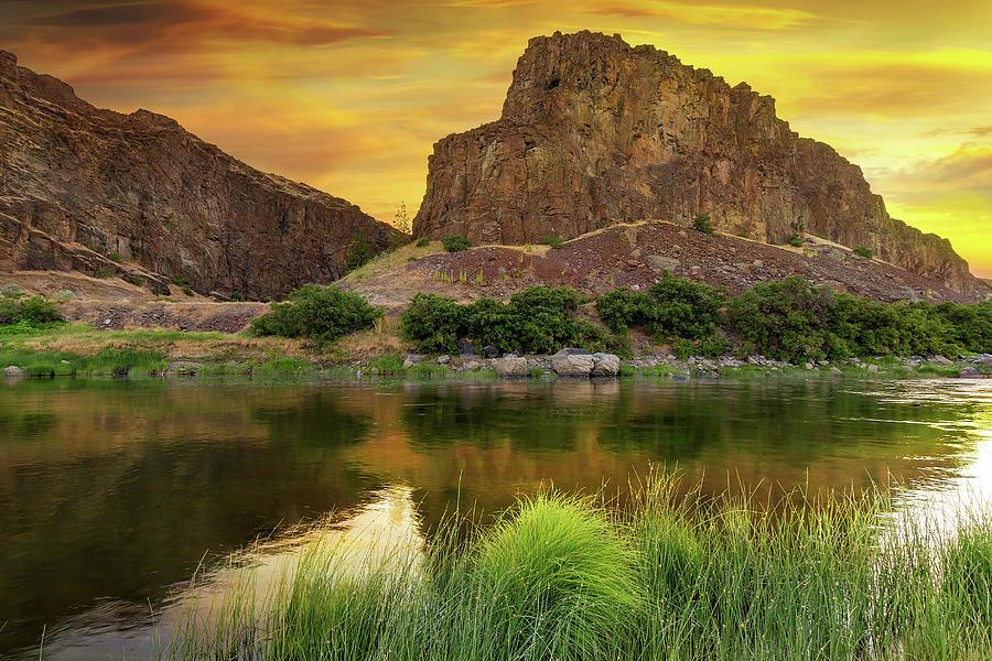 John Day Photograph - John Day River At Sunrise by David Gn