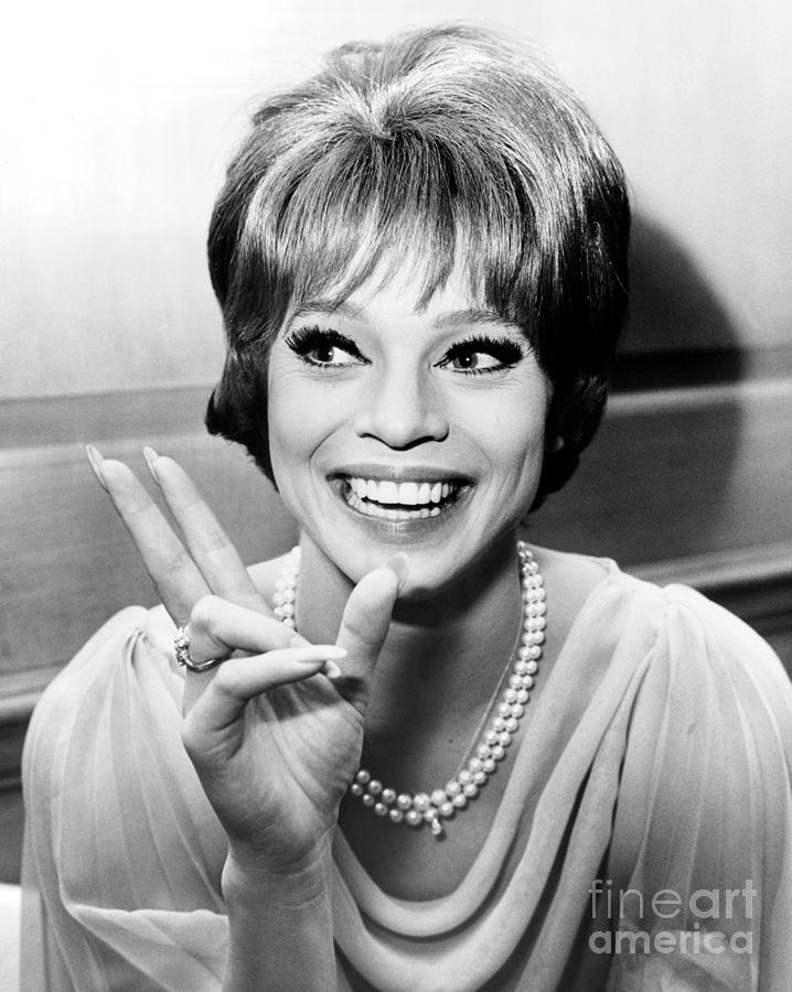 Juliet Prowse Who Despite Having Three Gowns Stolen, Opened At The ...
