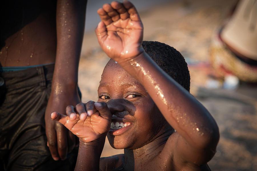 Kids playing - Lake Malawi by Gareth Pickering